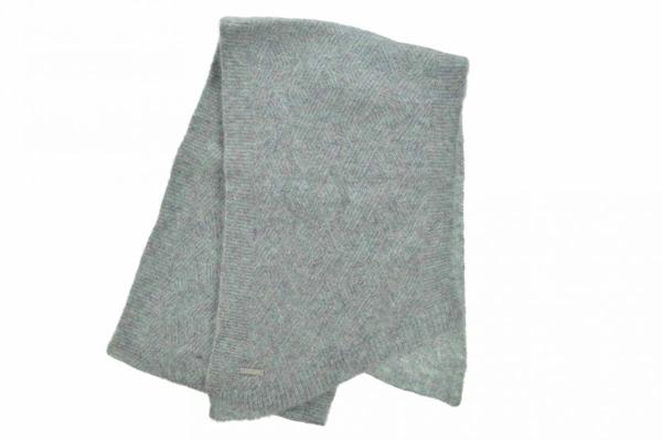 weicher Schal mit Zopfmuster